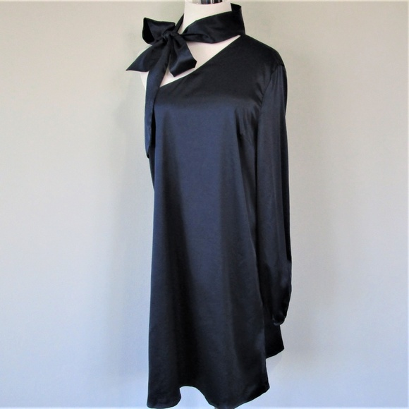 NSR Dresses & Skirts - NWT NSR Navy Satin One Sleeve Tie Sash Midi Dress